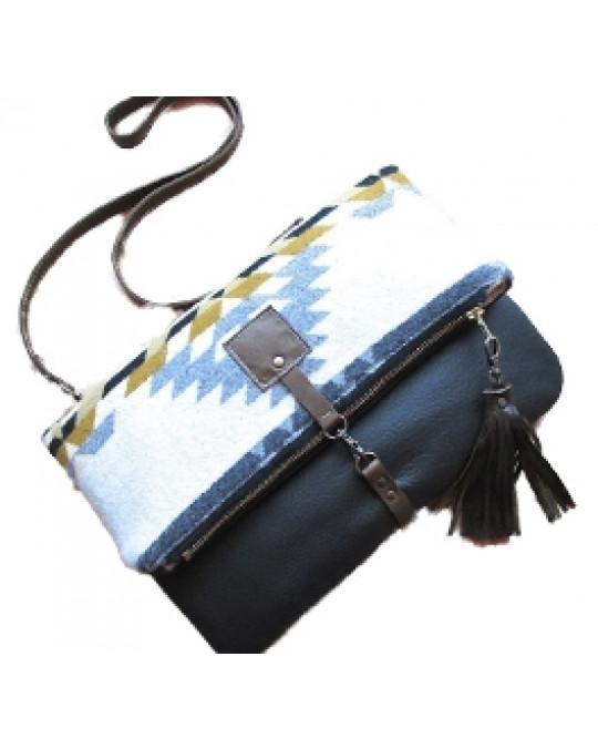 Grosse Ethno Clutch/Crossbodytasche aus Wollstoff und Leder - faltbar