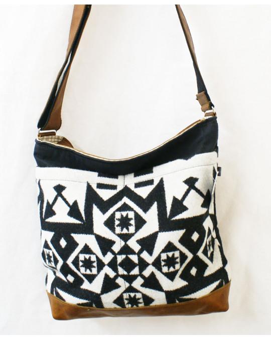 Grosse Ethno Crossbodytasche aus Wollstoff, Leder und Canvas