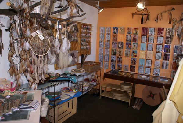 Bastelmaterial und Zubehör, Federn und Perlen, Leder