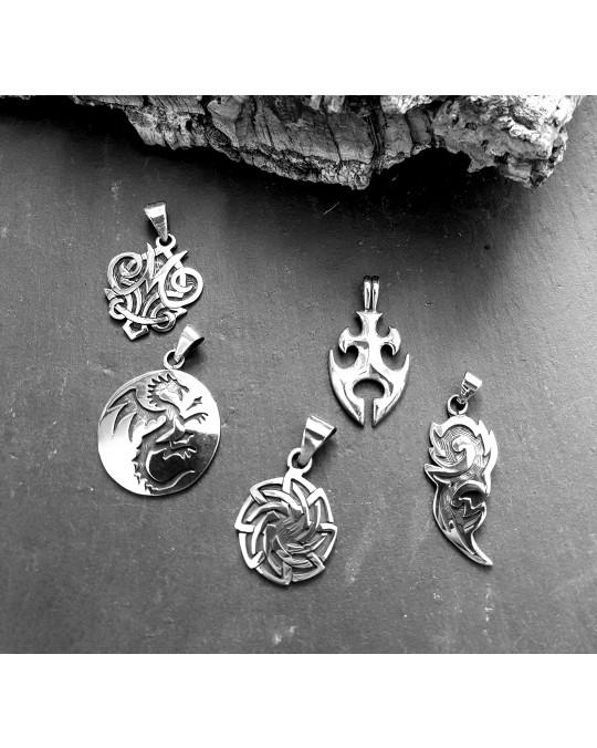 Keltische Schmuckstücke, verschiedene Anhänger