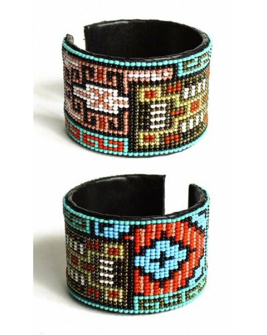 Glasperlenarmreif aus Guatemala Navajo Teppich Motiv