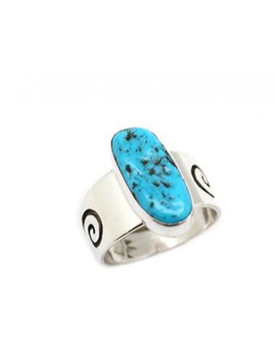 Ring der Navajo mit Türkis, seitlich Ornamentik