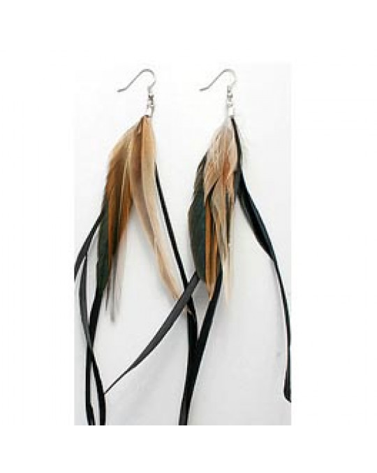 Ohrringe aus längeren dunklen Federn