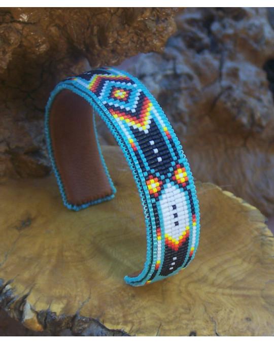 Cherokee verstellbarer Perlenarmreif mit Federnmotiv